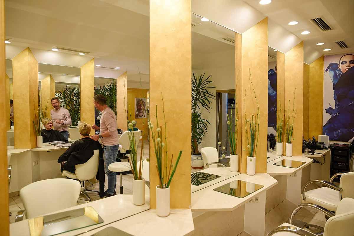 Josef Pergi frisiert im Salon Coiffeur Etoile in Rottach-Egern